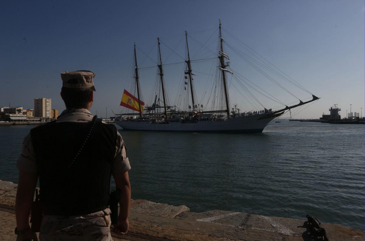 El buque escuela a su llegada a Cádiz de su último crucero de instrucción. Foto: Antonio Vázquez