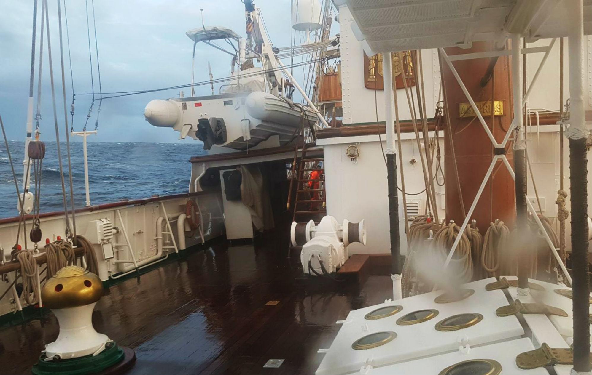 El temporal empieza a azotar a Elcano