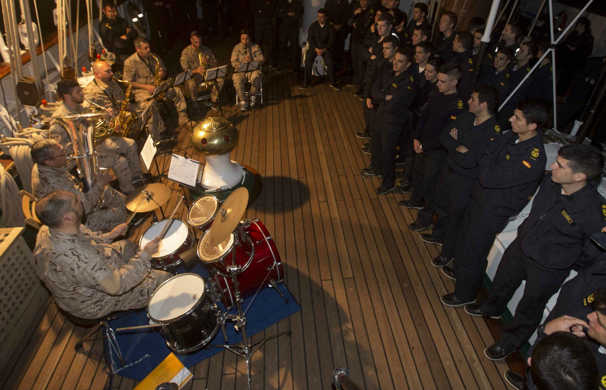 Músicos en Elcano