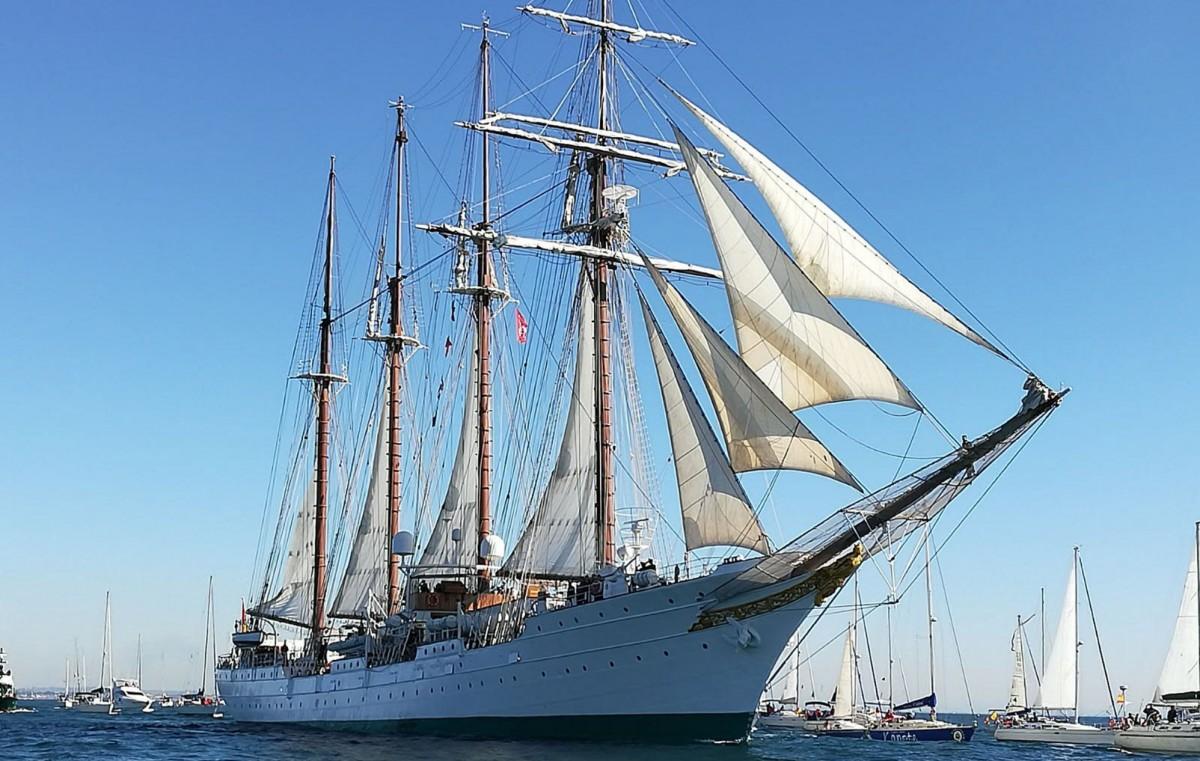 Salida del el Juan Sebastian de Elcano en su 90 crucero de instrucción. Foto: Antonio Vázquez