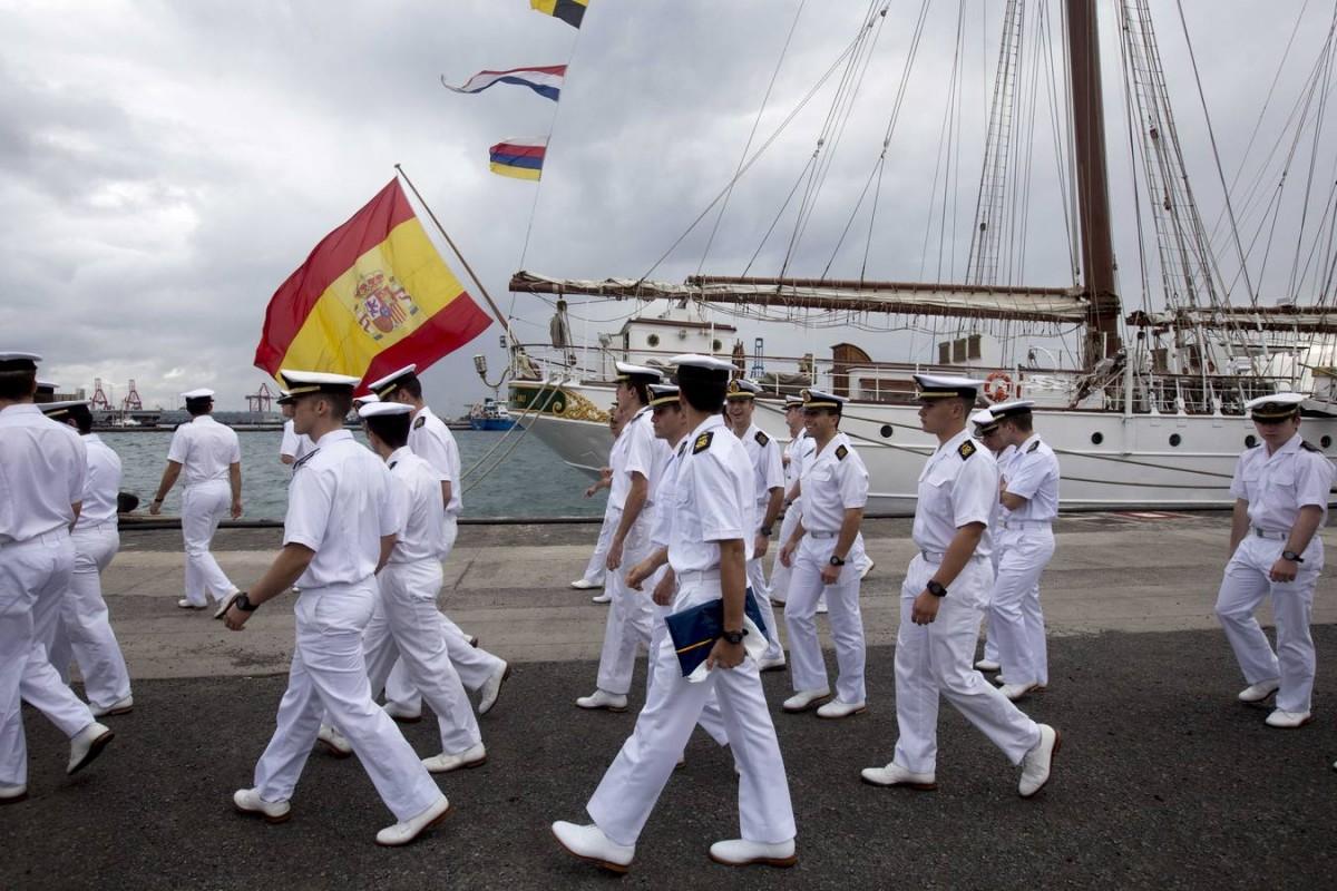 Elcano atraca en el puerto de Las Palmas