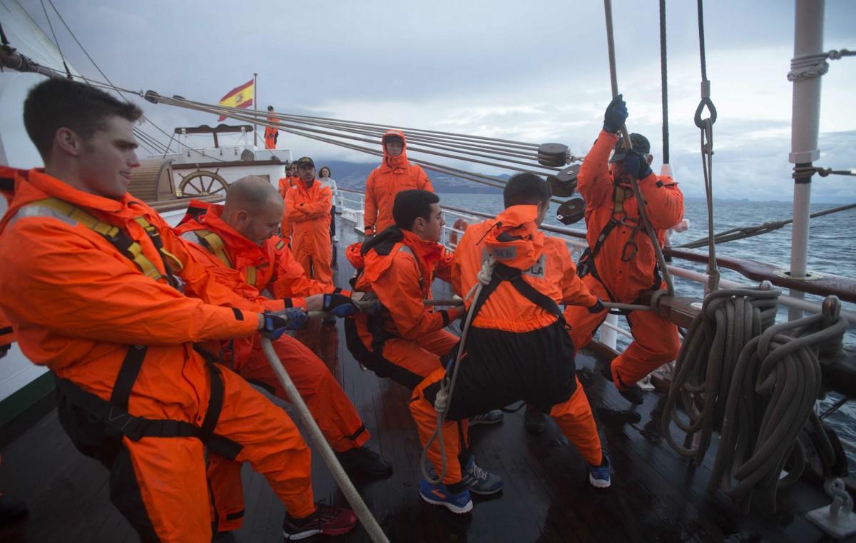 Maniobra y salida del Juan Sebastián de Elcano