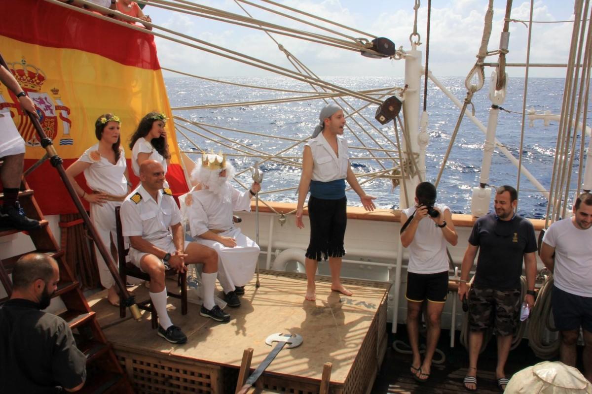 Acto en la cubierta del Juan Sebastián de Elcano.