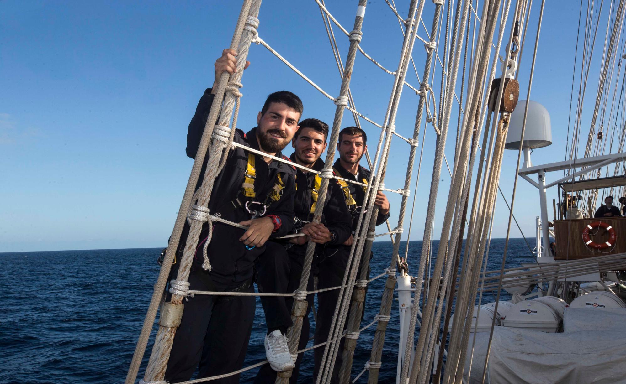 A 50 metros sobre el Juan Sebastián de Elcano