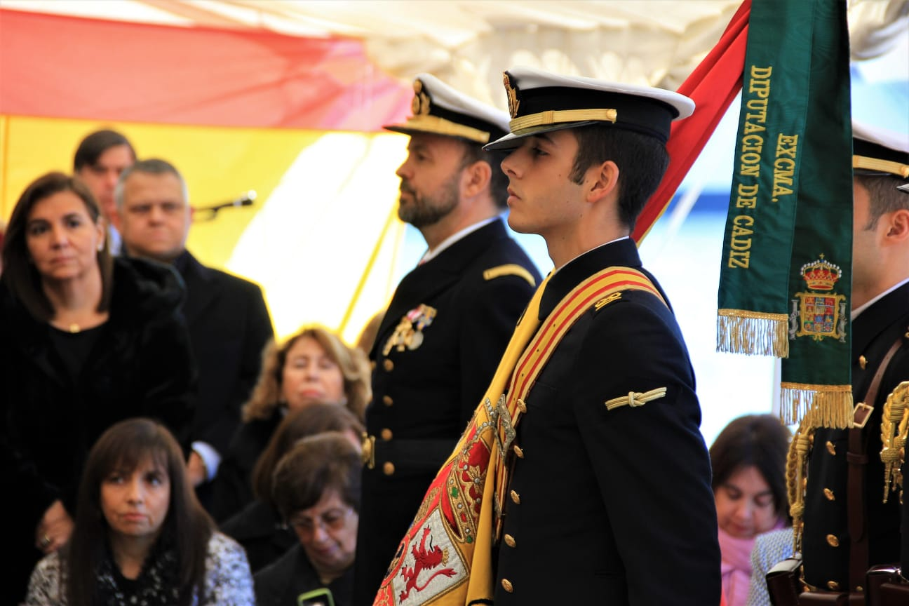 82 civiles juraron bandera a bordo del Elcano en Valparaíso. Foto: Armada Española