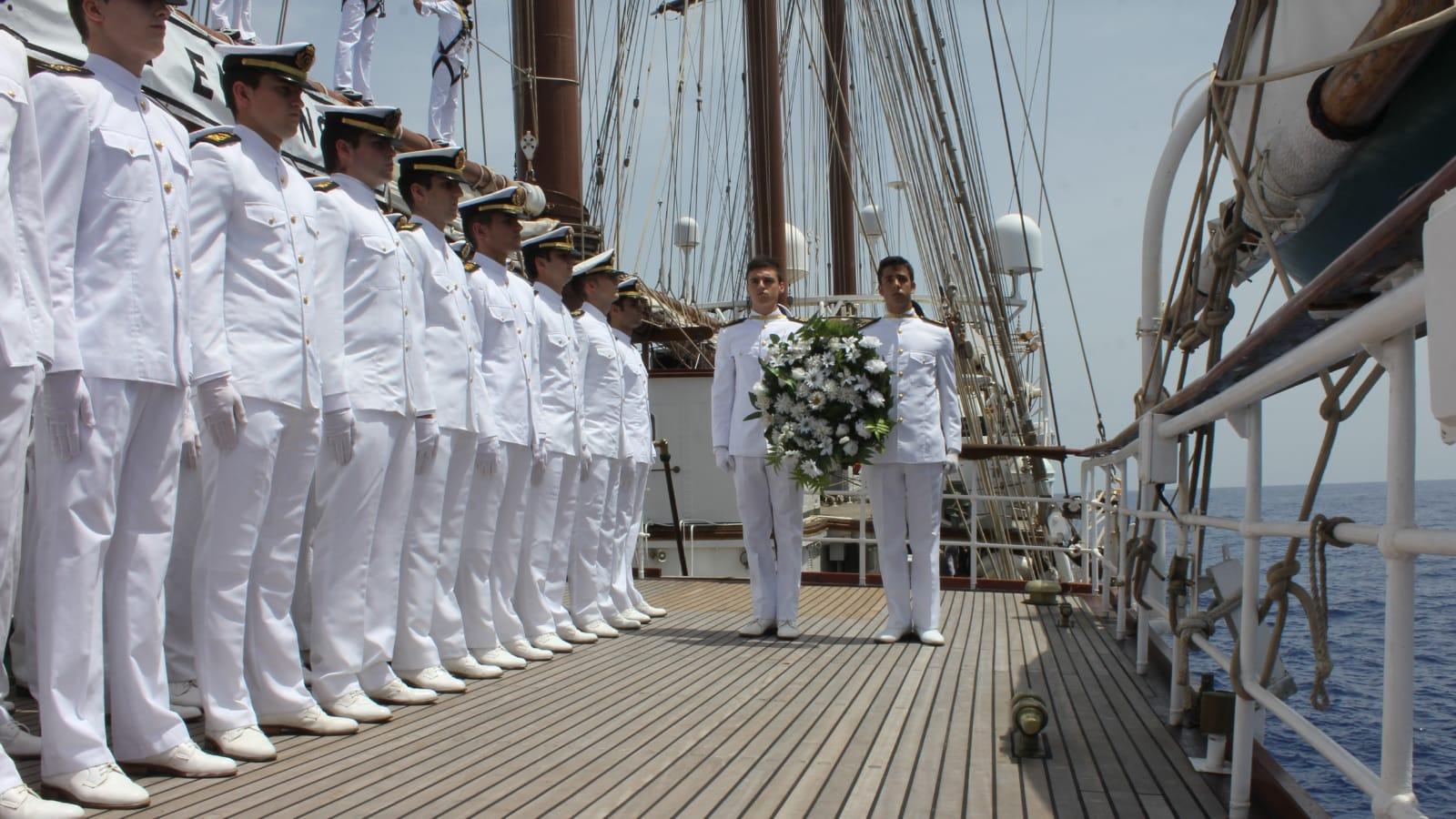 En honor a los hombres que sirvieron al mando del almirante Cervera
