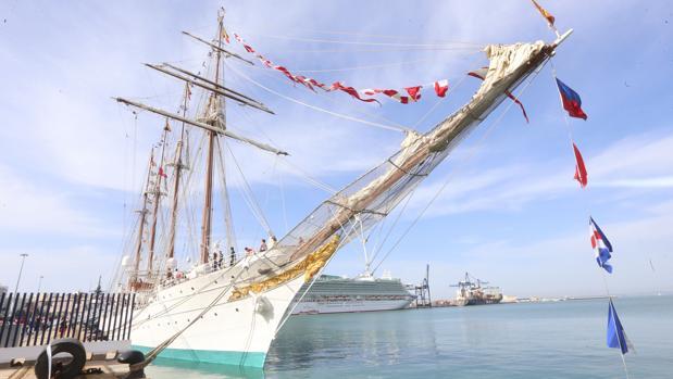 El Elcano arribará al muelle de Ciudad. Foto: Antonio Vázquez