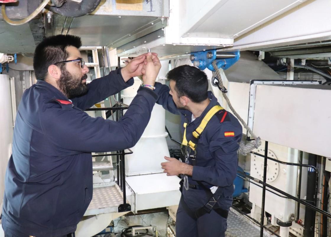 Preparación del buque escuela antes de la entrada a puerto. Foto: Armada Española