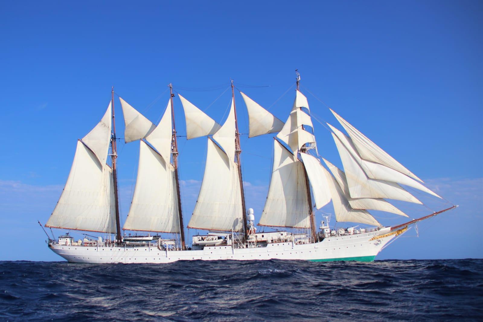 El buque escuela Juan Sebastián de Elcano con todas sus velas desplegadas. Foto: Armada Española