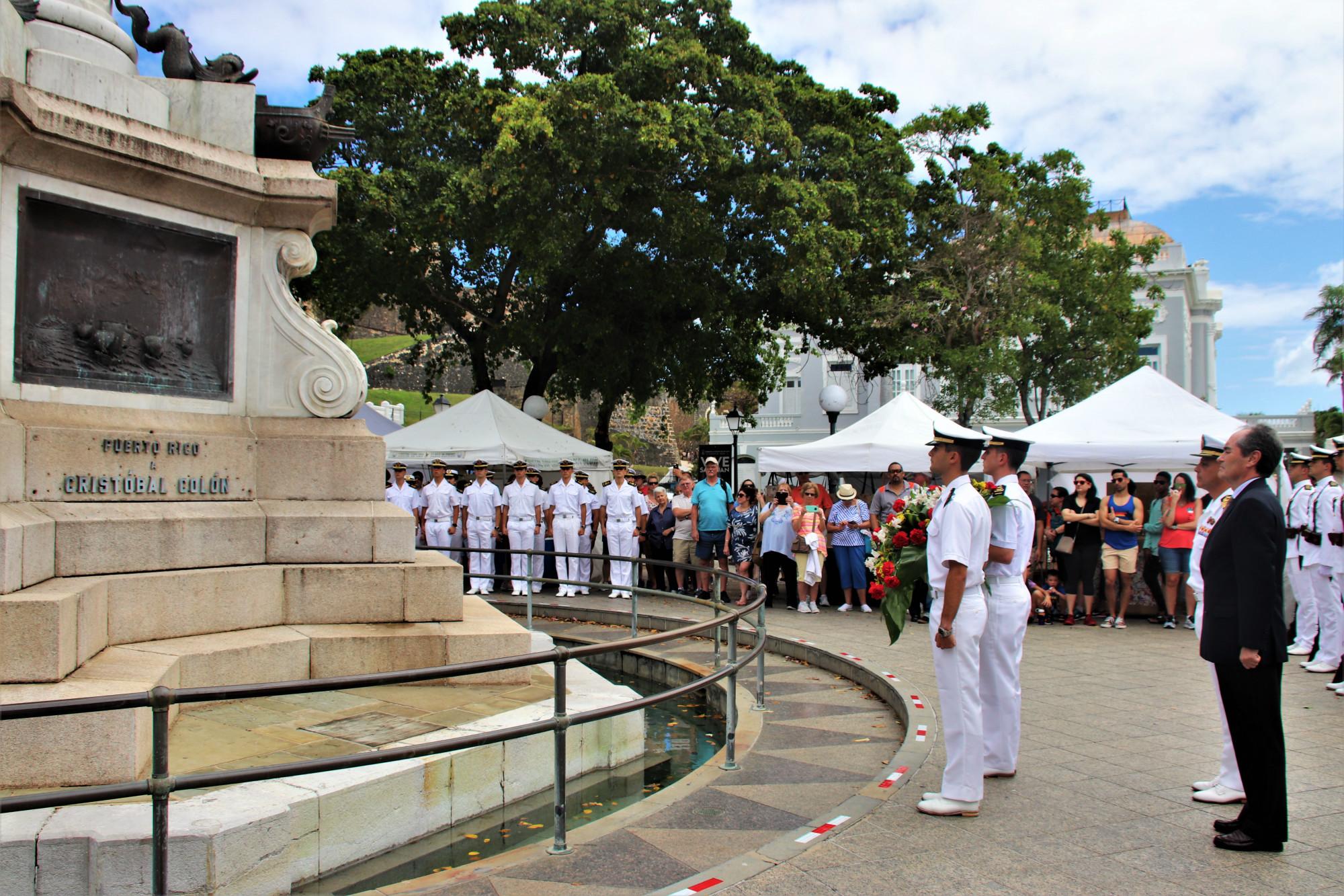 Homenaje del Elcano a Cristóbal Colón en Puerto Rico. Foto: Armada Española