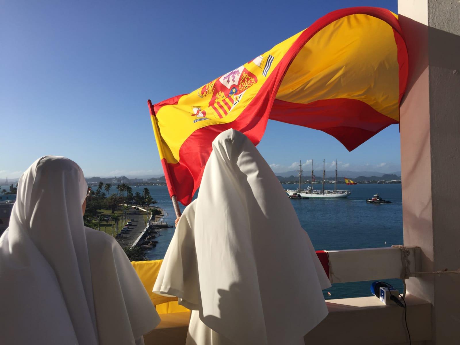 Recibimiento de las Siervas de María al Elcano. Foto: Armada Española