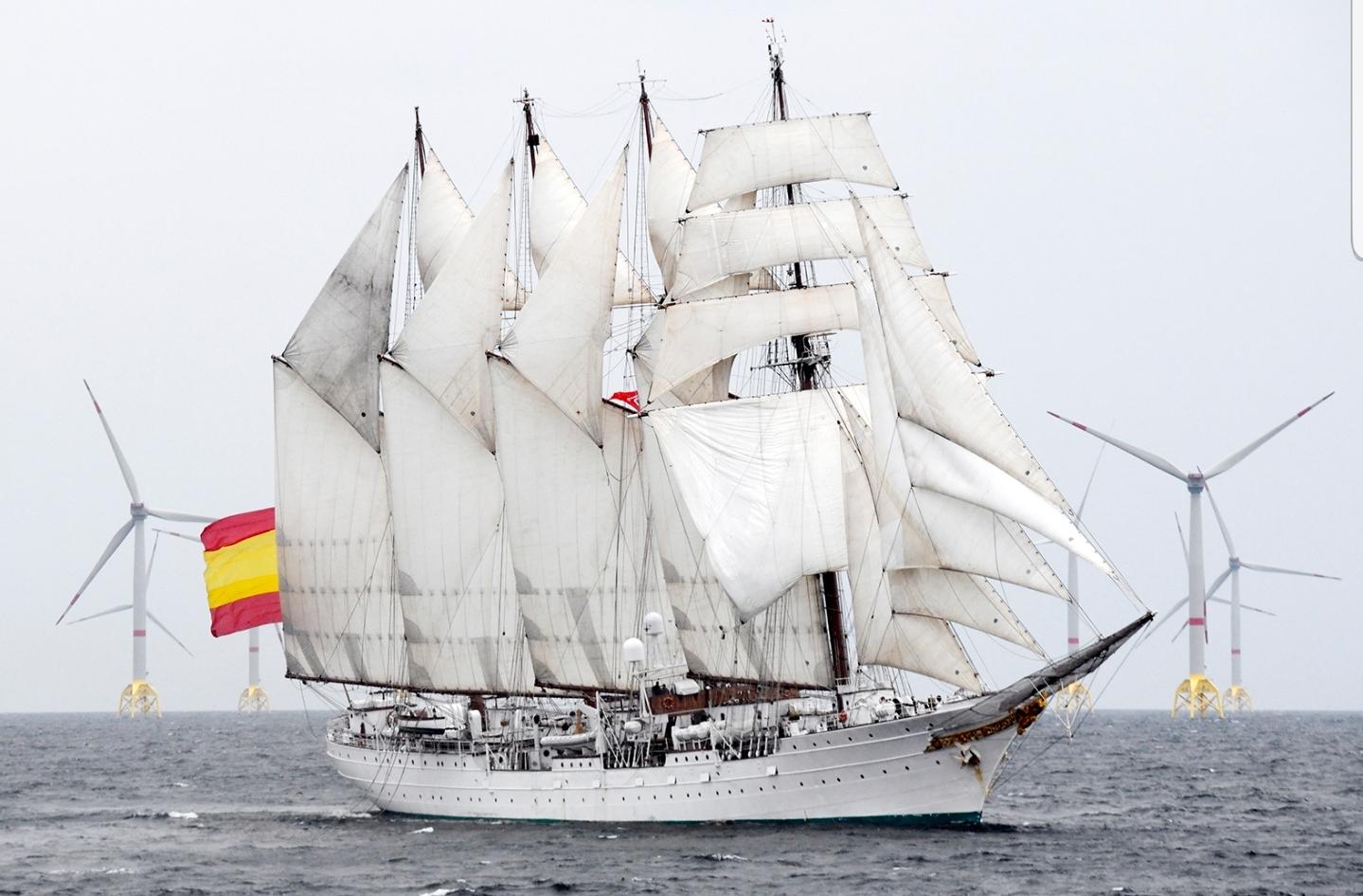El Juan Sebastián de Elcano visita en Alemania el parque eólico marino español Wikinger