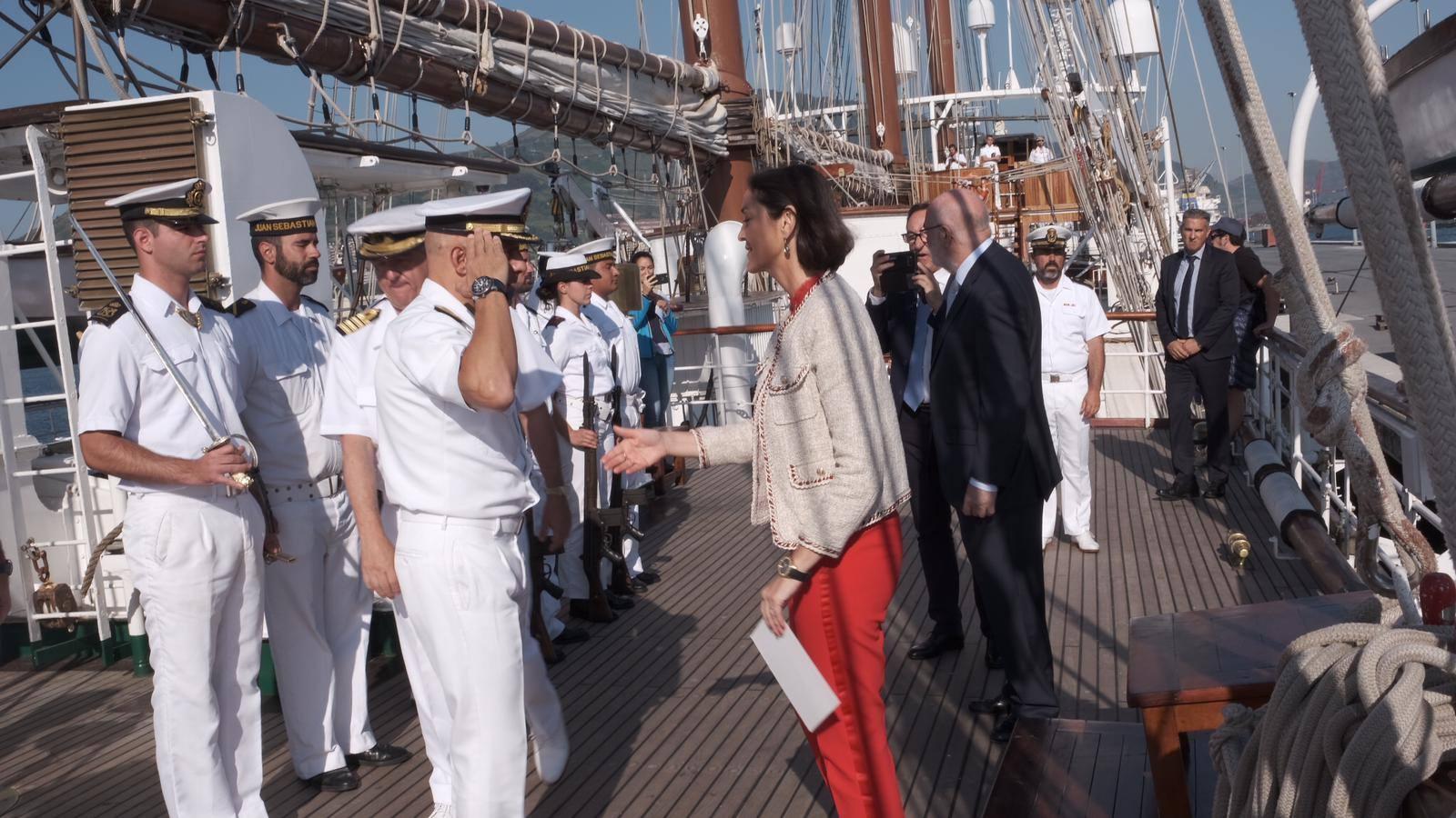 La ministra de Industria, Comercio y Turismo, a bordo de Elcano